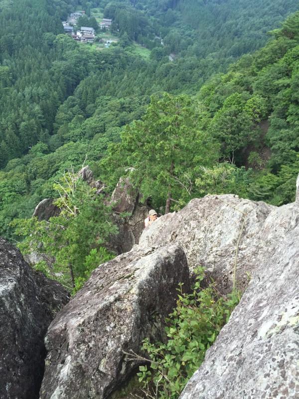 4ピッチ目以降は景色の良い岩稜を行きます。グレードのやさしいピッチが続きますがランナウトする為、自分には怖かったです。落ちたらどこまでおちるんでしょうか・・・
