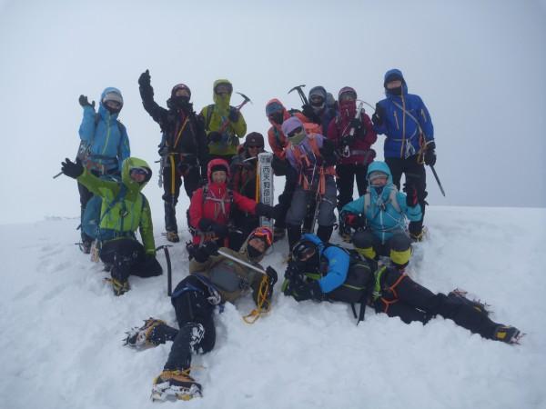 東天狗登頂後、天気も回復に向かっていたので、 西天狗山頂に向かい無事みんなで登頂。