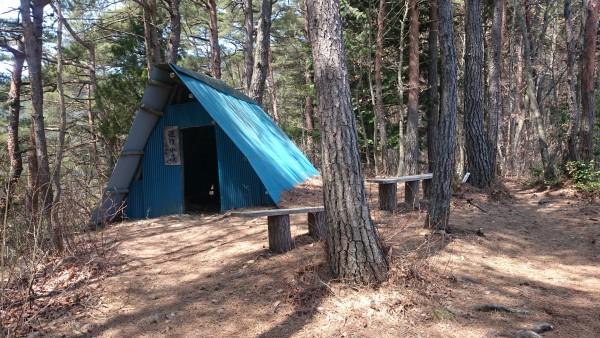 避難小屋です