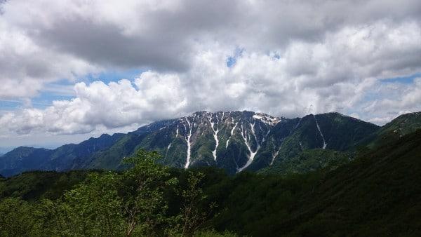 鏡平山荘、見えますでしょうか?鏡池に映る逆さ槍が見てみたいですね~~