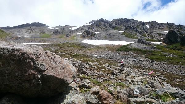 ところどころ雪渓が残っています。