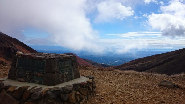 登山口より約1時間。避難小屋に到着です。