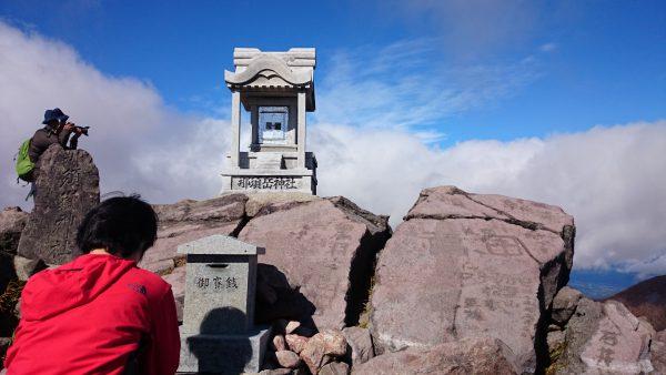登山口より約1時間半。あっという間に茶臼岳頂上です。