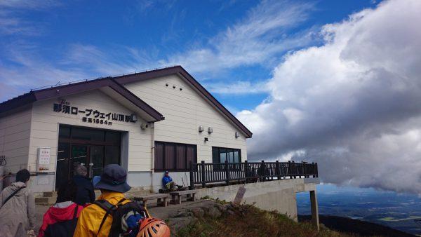 今日は天気もいいので登山者、観光客で賑わってます。