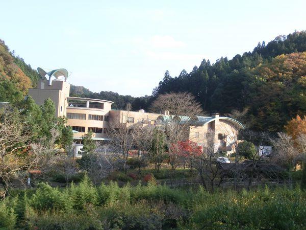 『こもれびの湯』は休暇村奥武蔵という宿泊施設の温泉で4時までなら日帰り入浴可能との事。