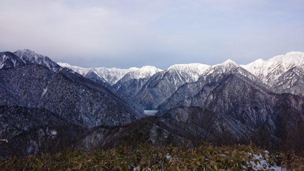 七倉ダムも見えます。