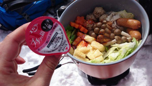 個包になった鍋の素を使います。
