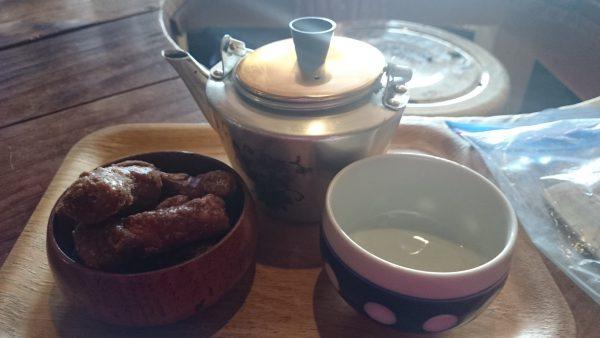 300円のお茶とかりん糖セット♪あったかうま~~~~