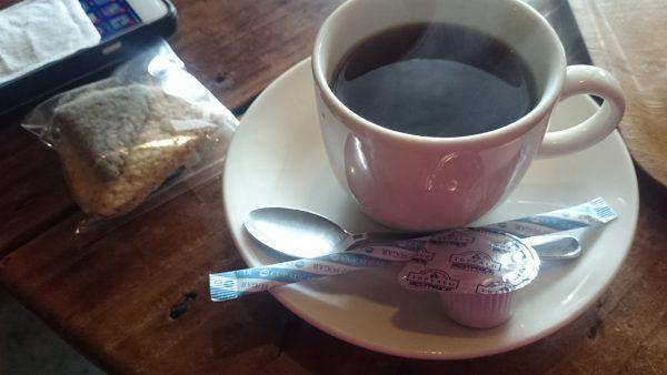 すると、駐車場で一緒になった方が「あの子にコーヒーを!」とコーヒーをごちそうになっちゃいました!!このコーヒーも美味しい~~♪